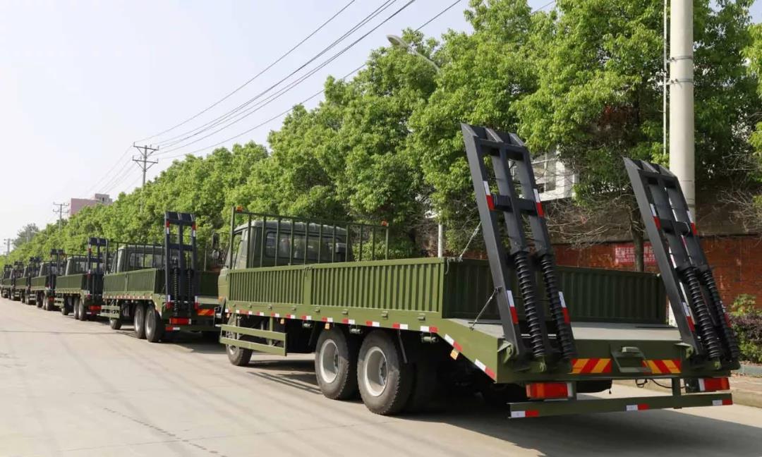 程力军品再次引发行业风暴 程力一体化智能控制压缩垃圾车受到部队首长好评