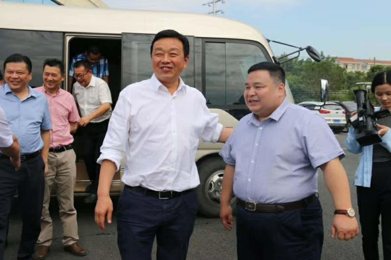 武汉市黄陂区委吴书记等区领导一行莅临程力重工指导工作